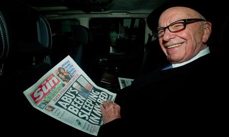 图:报业大亨默多克和他的报纸