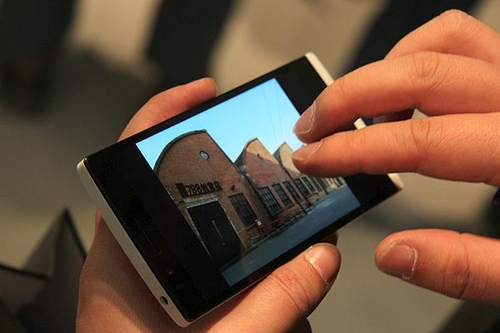 "4G手机千元战打响酷派重走""先圈地后赚钱""老路"