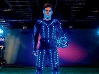 阿迪达斯:用光速感受梅西脚法