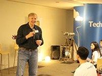 LinkedIn联合创始人Allen Blue:初创产品,买用户不如试试Growth Hacking