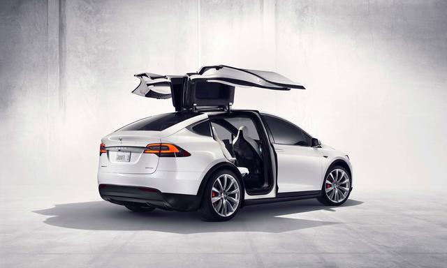 """伴着国庆特斯拉Model X也降生了,来看看这酷炫的""""鹰翅车门"""""""