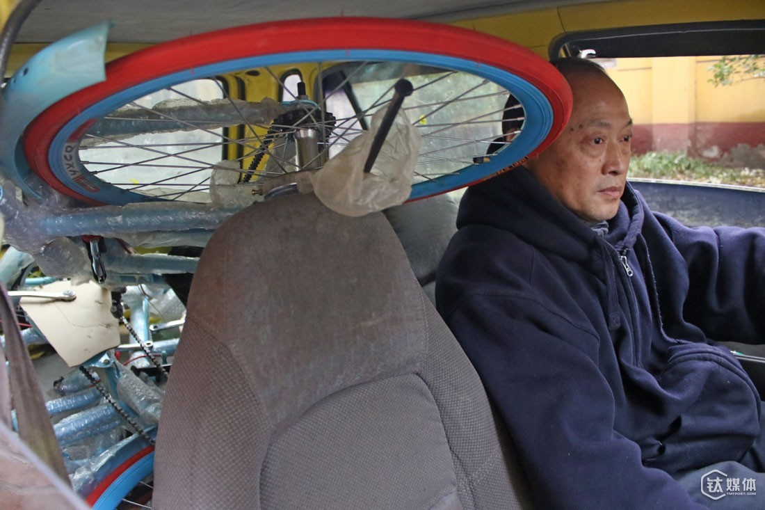 "To make room for his bikes in his little Auto, Mr. Qu had to remove the backseat. Across Beijing did he drive his ""beloved"" Auto, looking for investment."