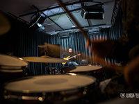 """乐器界的""""王自如"""",摇滚青年创业做第三方测评丨钛媒体影像《在线》"""