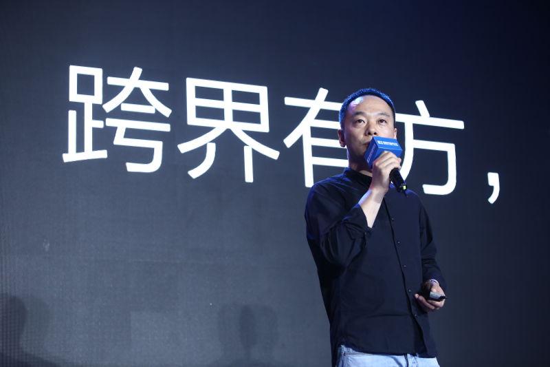 冯鑫在发布会上