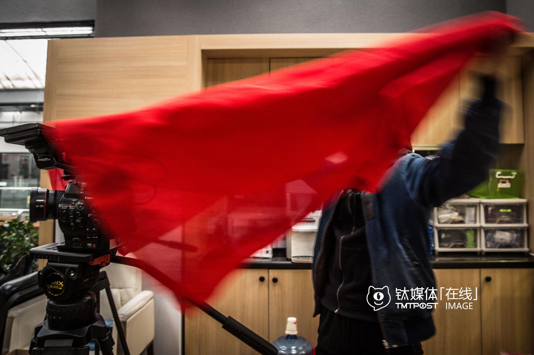 3月22日早上,万合天宜办公室,《报告老板》第二季开机仪式。