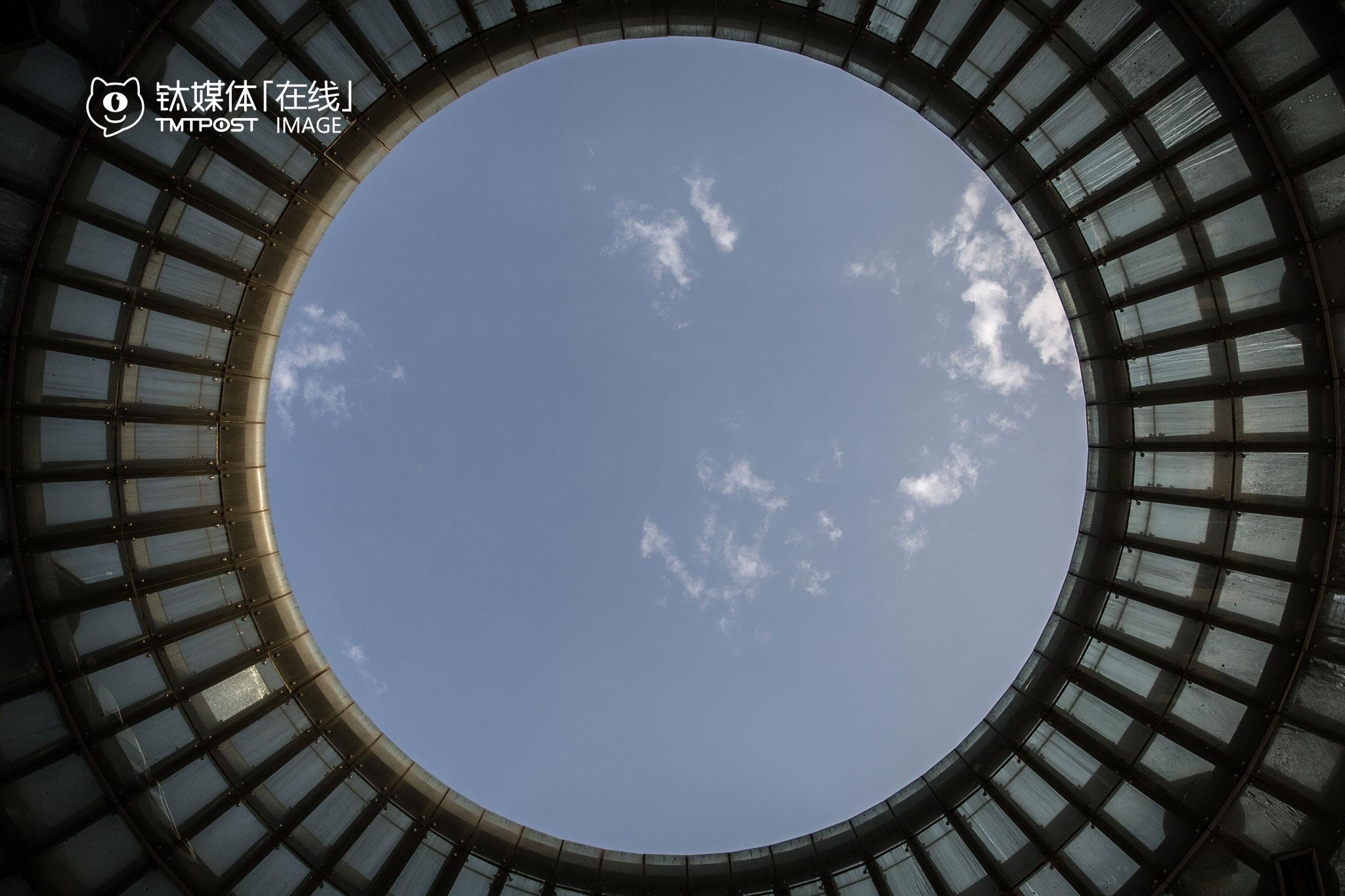 云基地的标志性建筑,宛如一个人们想象中的UFO。
