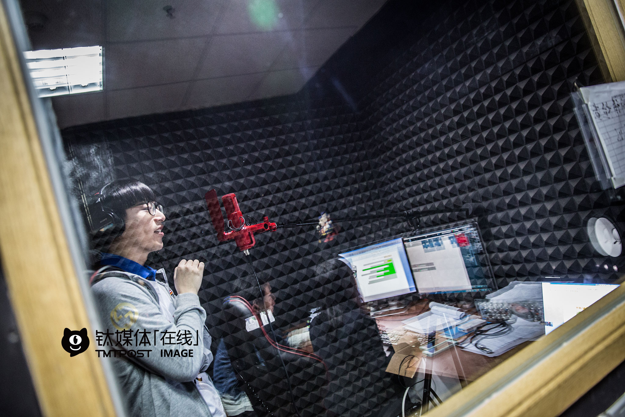 March 22nd, the recording studio at UniMedia. Baike was dubbing for Boss season two.