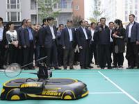 跟总理打了一次比赛,这个羽毛球机器人火了