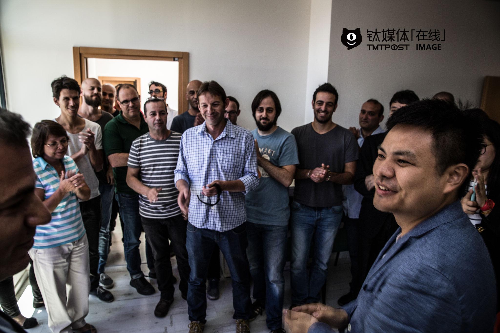 展示过后,公司CEO Gideon Shmuel召集研发团队的成员第一次与新入局的中国投资人见面。