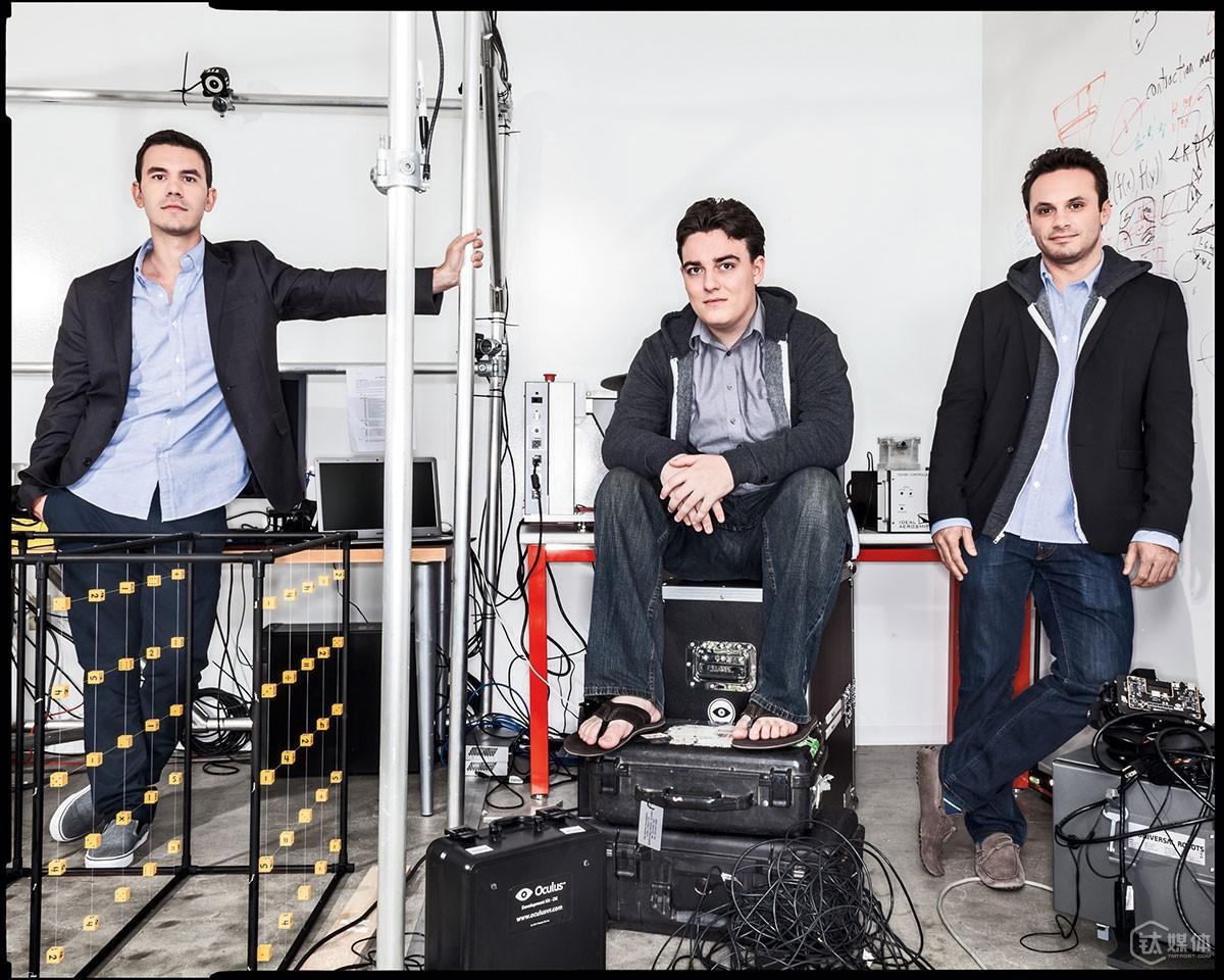 从左到右依次为 Oculus 产品副总裁米切尔(Nate Mitchell)、拉奇和 CEO 艾瑞比(Brendan Iribe),摄影:DAN WINTERS