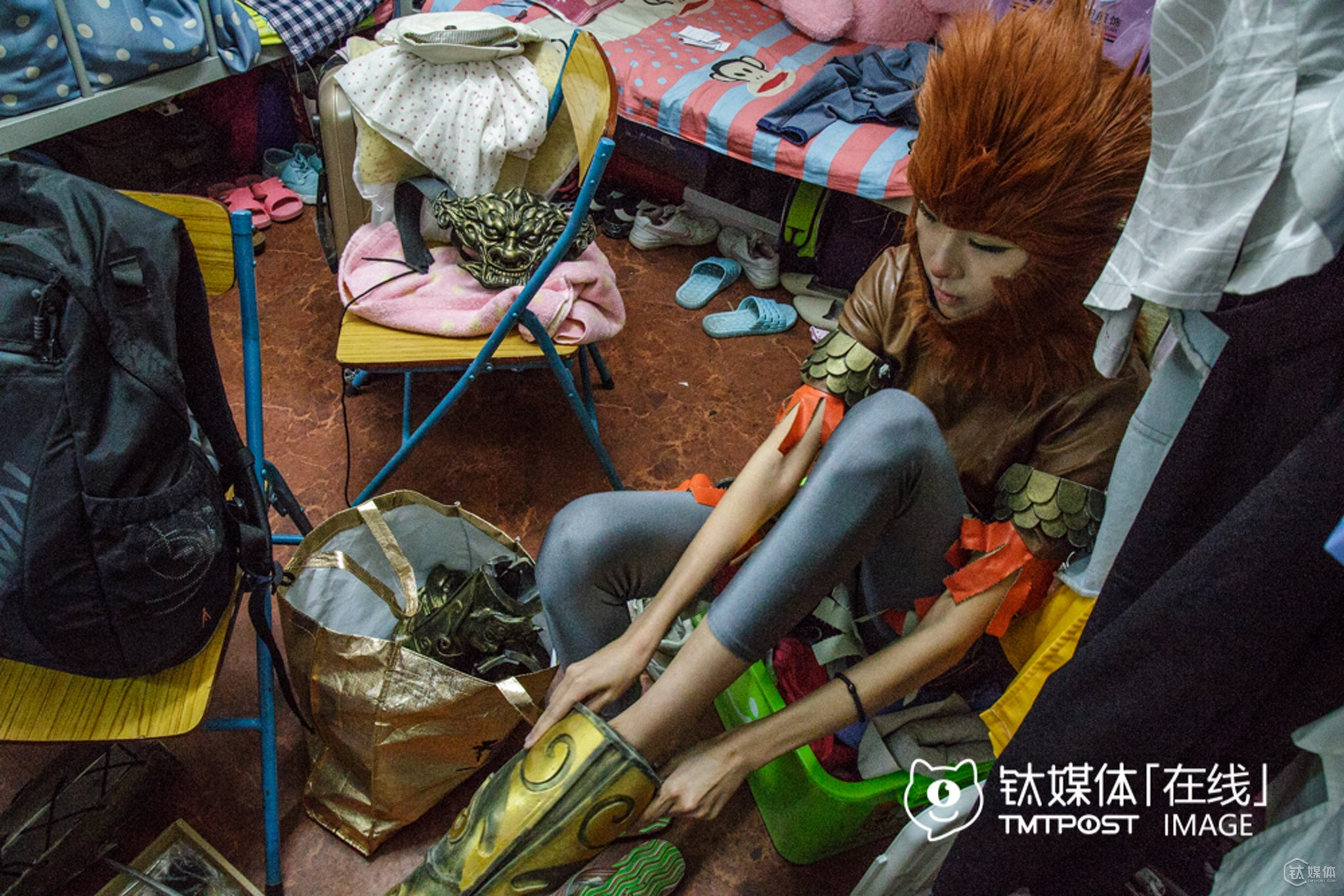 Lusan was highly-recognized in the cosplay circle for the verisimilitude when she dressed up like the character Great Monkey King. In addition, she's over 10.8 meters tall, which gave her an advantage to play Great Monkey King.