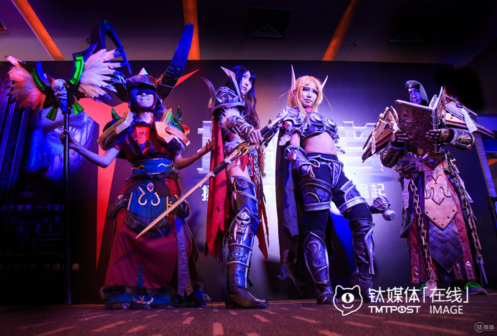 Four professional cosers were play onstage for the premiere of World of Warcraft film at Wanda Film Theatre. They could earn over RMB 1,000 each every day. There are lots of opportunities like this, and they are often invited to premiere events of blockbuster commercial films.