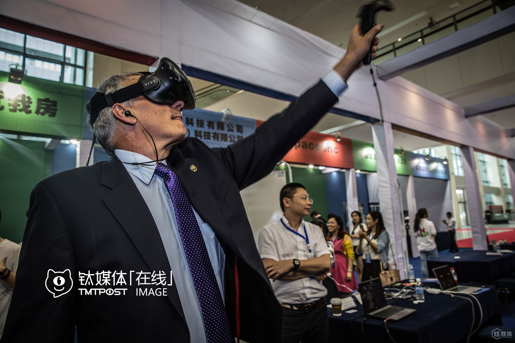 On a VR Summit in Chongqing, Mr. Michael tried playing a VR game. He didn't play any VR game before the visit.