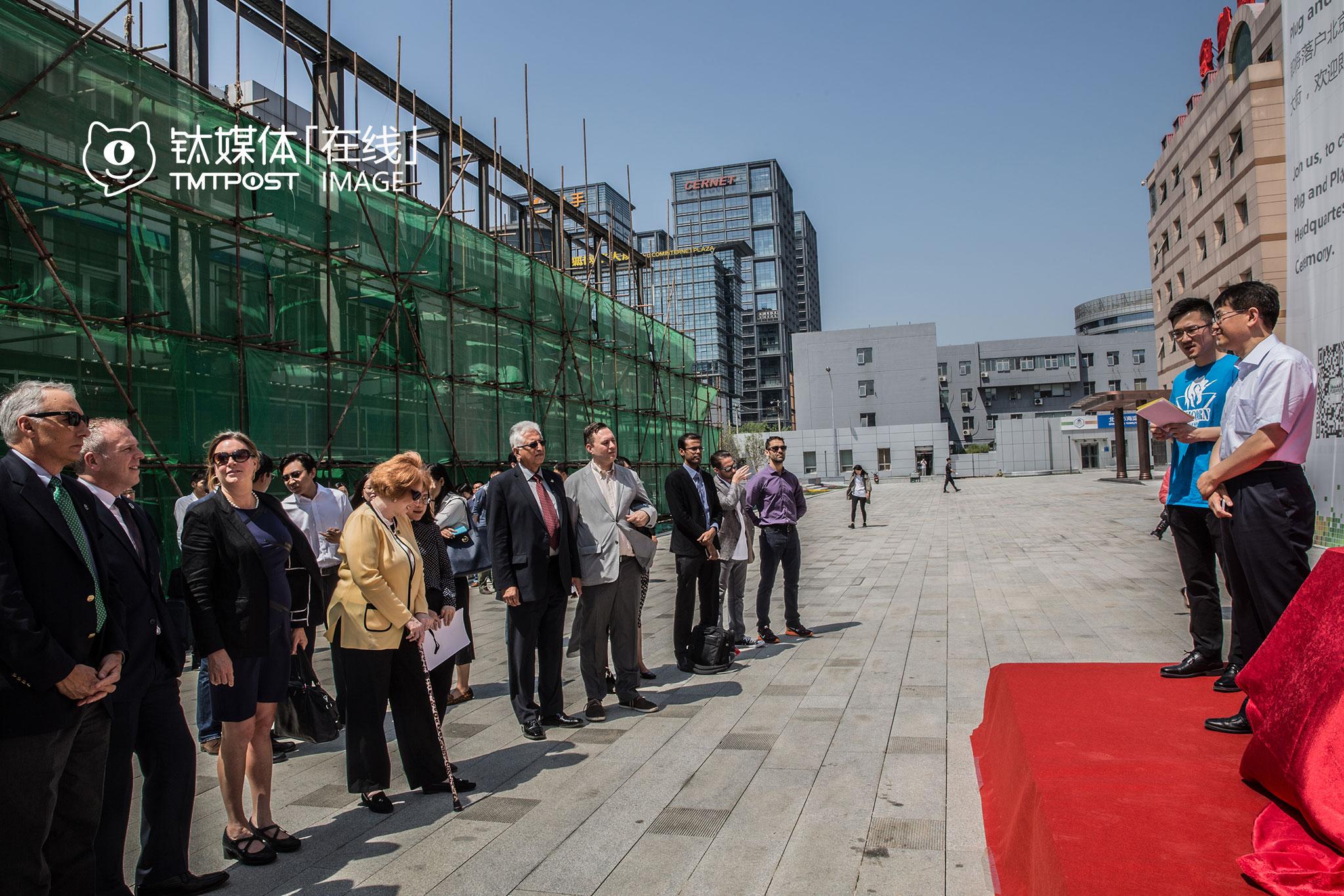 北京海淀东升,PNP中国总部落户海淀,动工仪式上,一名年轻的中国官员应邀上台讲话。