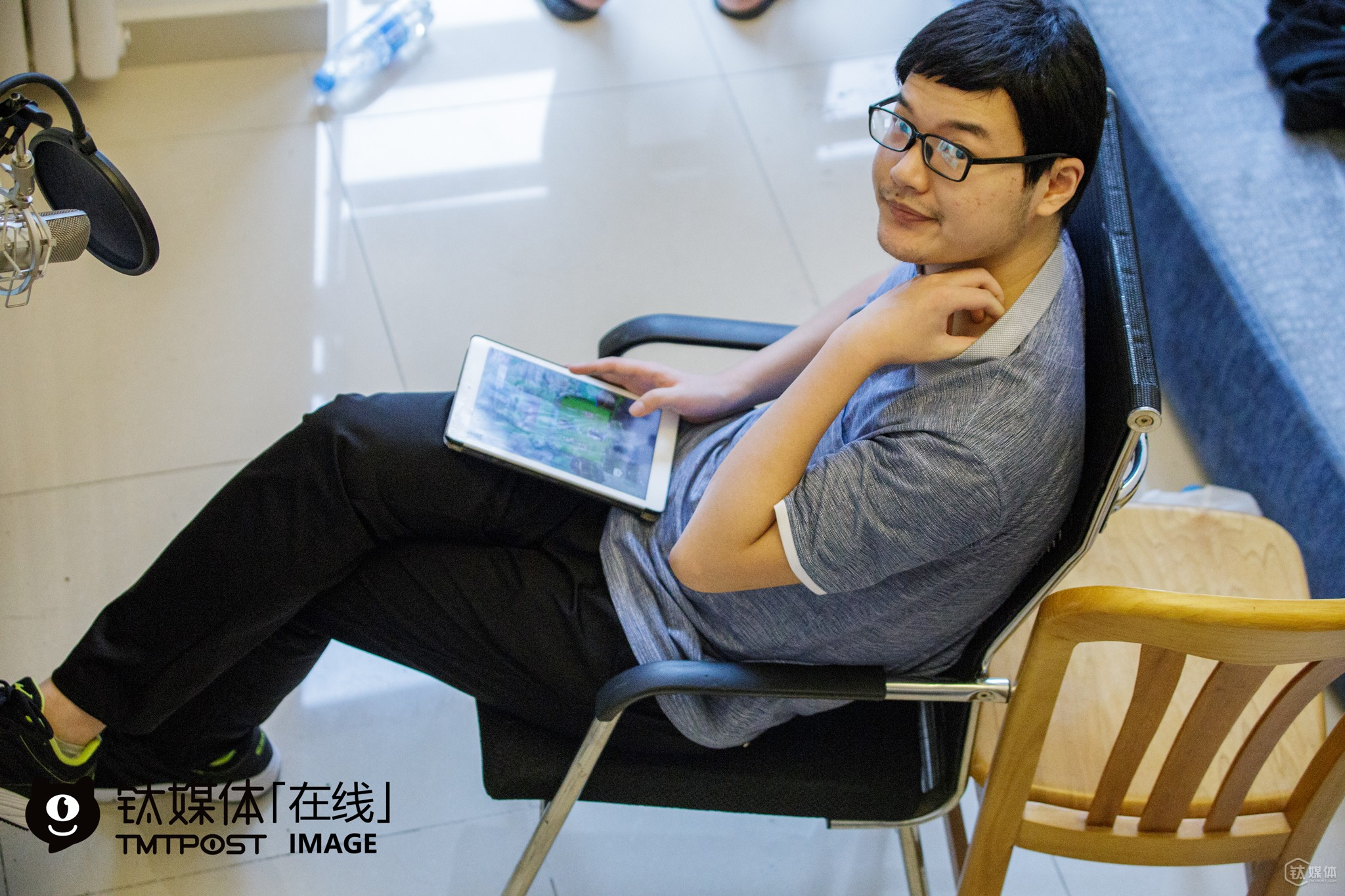 "Xiaoyang is the only player in the team who's born in the 19080s. ""I am already 26 years old, so I'm already quite old in the circle,"" he told TMTpost. He used to work in the foreign trade industry in Ji'nan, but decided to enter the electronic sports industry this year anyway. However, he told TMTpost that a common problem for both game developers, investors and players was the life cycle of mobile games was generally short. ""If the popularity for this game gradually fades, we will have to start again in another game,"" he explained."