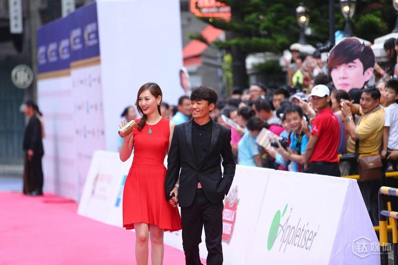 王宝强此前与妻子出席活动,题图由视觉中国授权使用