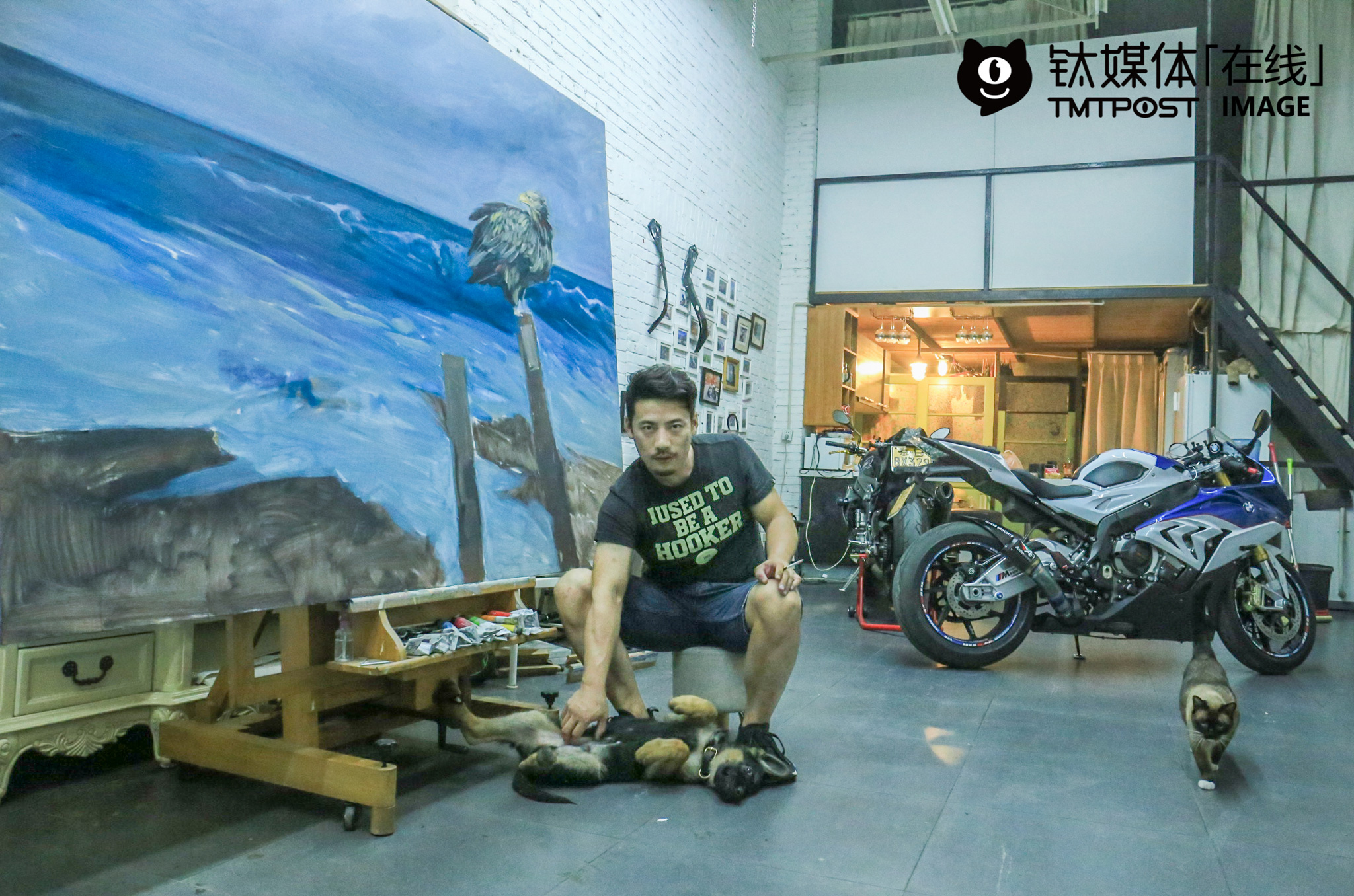 "Xin Zhihua was having a rest in his own art studio. After graduating from the Central Academy of Fine Arts, he became a professional painter and art work dealer. For him, he needs to stay quiet when painting, but get crazy when riding motorcycles. To some degree, riding motorcycles helped him relax himself. ""Deep down, however, I can get really crazy when painting, but stay very quite when riding motorcycles,"" he explained."