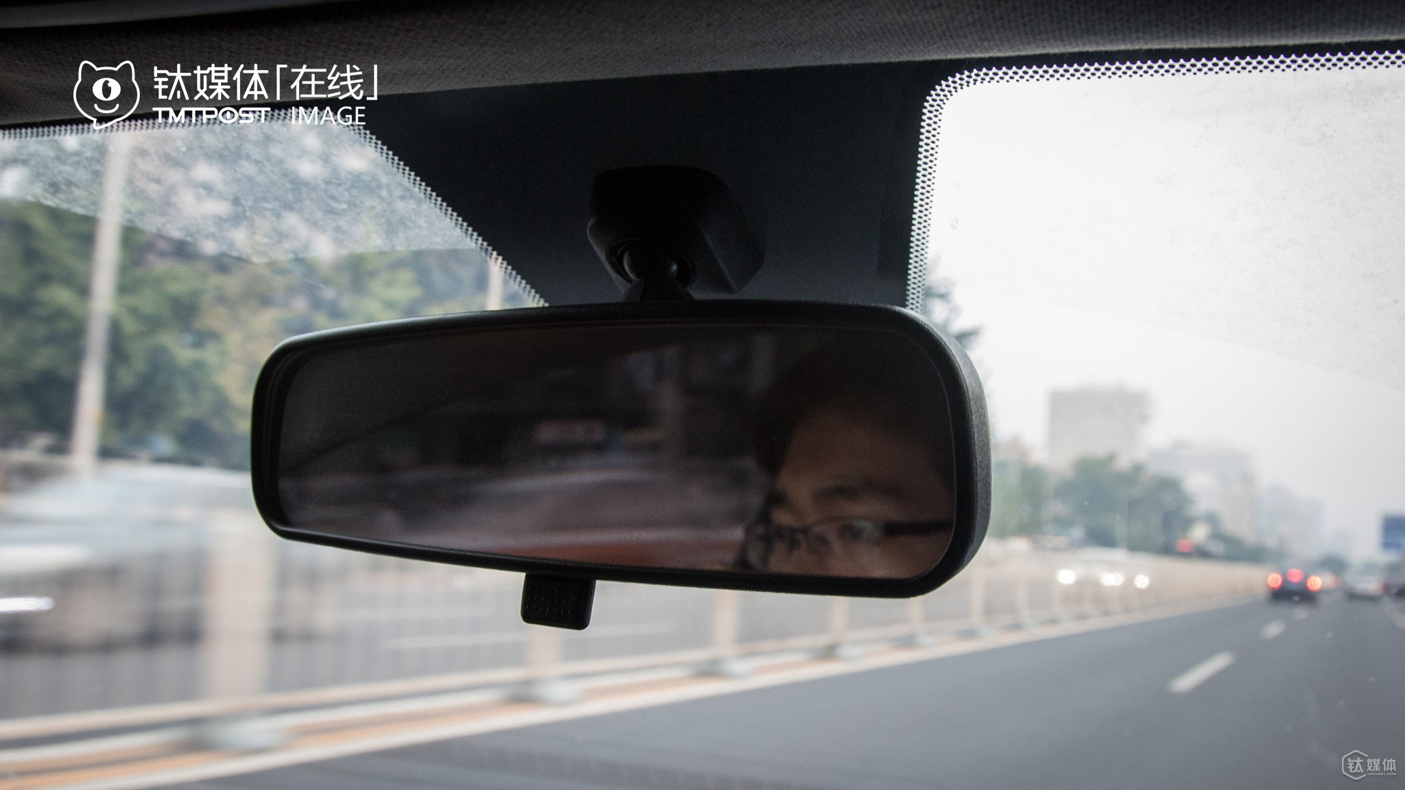 "Up till this July, Mr. Zhu had become a Didi driver for half a year. According to him, one of the biggest advantage of the job was that it gave him much freedom. In terms of their merger, he cared more about what policies Didi would carry out next. ""Although they merged, Didi will have the final say. I predict that Didi and Uber's price will become similar in the future,"" he told TMTpost. If Didi's incentives towards drivers do drop in the future, he will just give up and find something else to do."