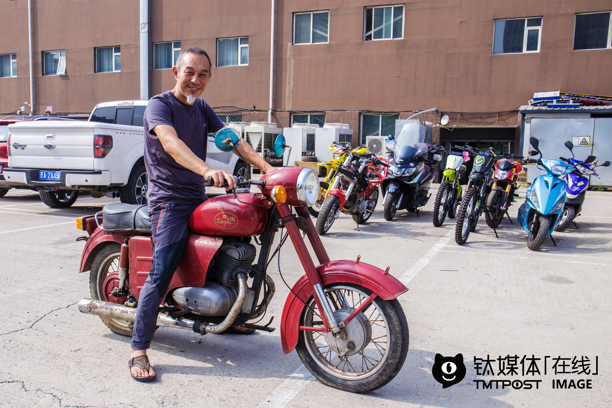 "Su Taiping, aged 51, is also a motorcycle rider. He bought his dream motorcycle Happiness at the price of 2,000 yuan from a friend in the 80s. ""At that time, Happiness motorcycle was sold at around 7,000 yuan, similar to the price of an apartment. However, I was still a factory worker and earned 10 yuan a month. I started riding race motorcycles in 1983. The majority of the first-wave race motorcycle riders have already passed away, yet I am still alive,"" he said, jokingly, ""I've bought over a dozen motorcycles and have been repairing motorcycles or selling second-hand motorcycles for a decade. Many motorcycle riders in Bejing would ask me for help when something went wrong with their motorcycles."" For him, first-wave motorcycle riders love race motorcycles because they represent fashion, today's motorcycle riders care more about being who they really are and travelling on motorcycles to see the mountains or the sea."