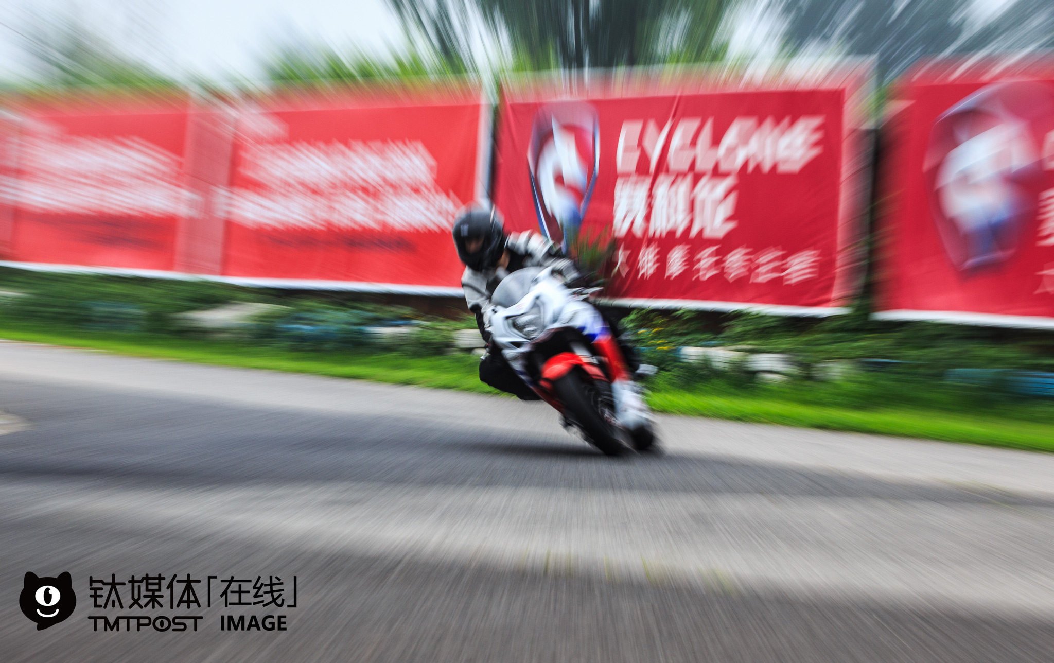 "On July, 30th, 2016, 30 motorcycle riders were attracted to a track test activity held by a Chinese motorcycle maker. The organizer charged every rider with merely 100 yuan. At present, there are only two race motorcycle circuits in Beijing. ""To purchase a new car in Beijing, you have to first draw a license plate lottery and get a plate. In comparison, it's more convenient to ride motorcycles, and you don't need to worry about traffic jam,"" a motorcycle rider told TMTpost, ""Motorcycles made by Chinese motorcycle makers are certainly less welcome in the Chinese market, but they still have a large market."" Statistics suggest that there are over 160 million race motorcycles and 30 million race motorcycle riders in China, and that the total transaction volume of second-hand motorcycles is over 6 million yuan (over $ 900,000)."