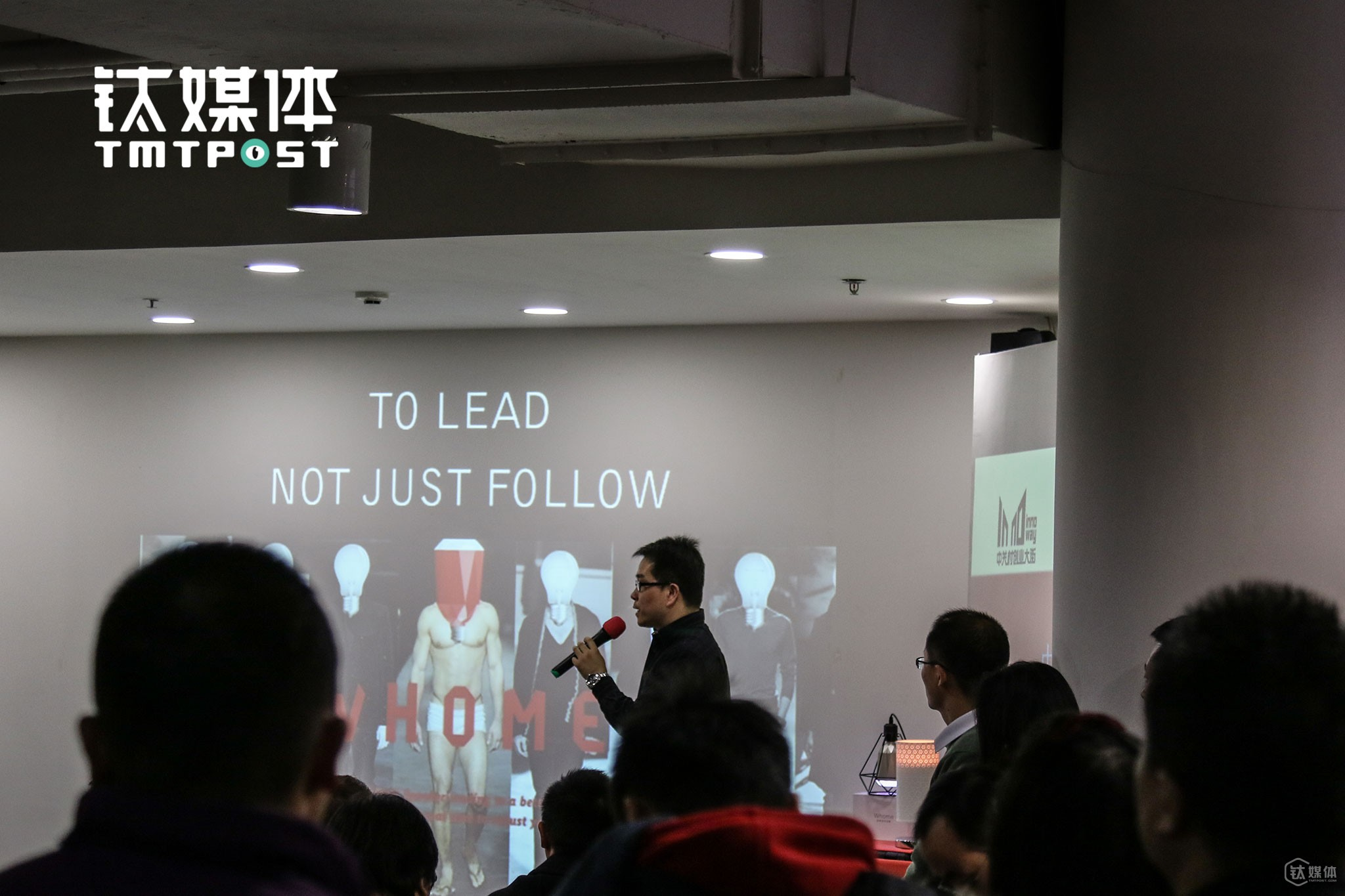 It was December, 15th, 2015. An entrepreneur was giving a roadshow at Zhongguan Village. Up till now, Zhongguan Village has already gathered over 10,000 tech companies. New startups are established, while old ones went bankrupt every day here. The fad for innovation and entrepreneurship in China entered into climax when Premier Li Keqiang paid a visit to InnoWay in May, 2015.