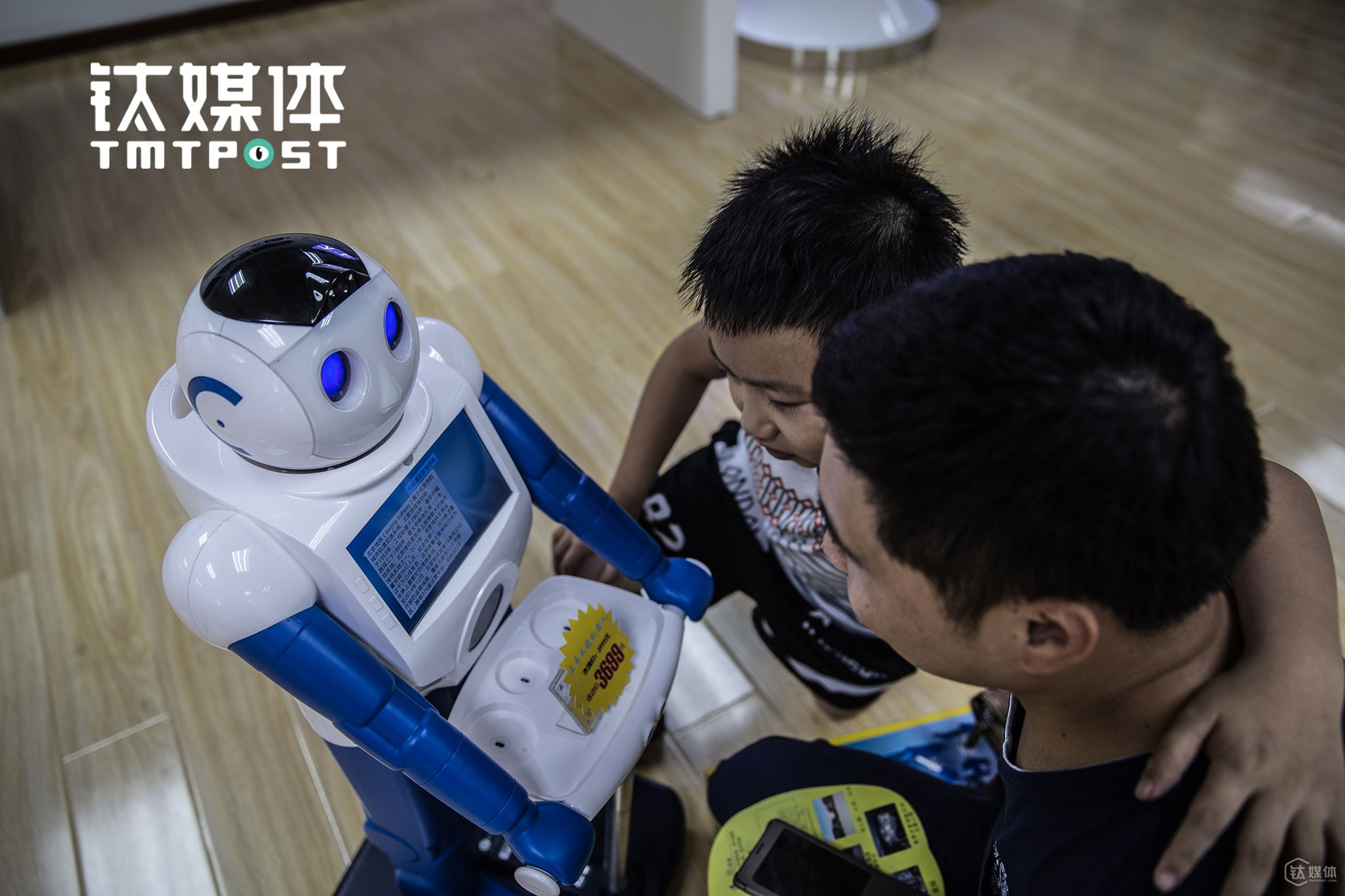 "Still, Zhongguan Village remains the ""Meca City"" for many Chinese. On July, 25th, 2016, a father took his son and paid a visit to a startup focused on robotic technologies and tried to interact with a robot."