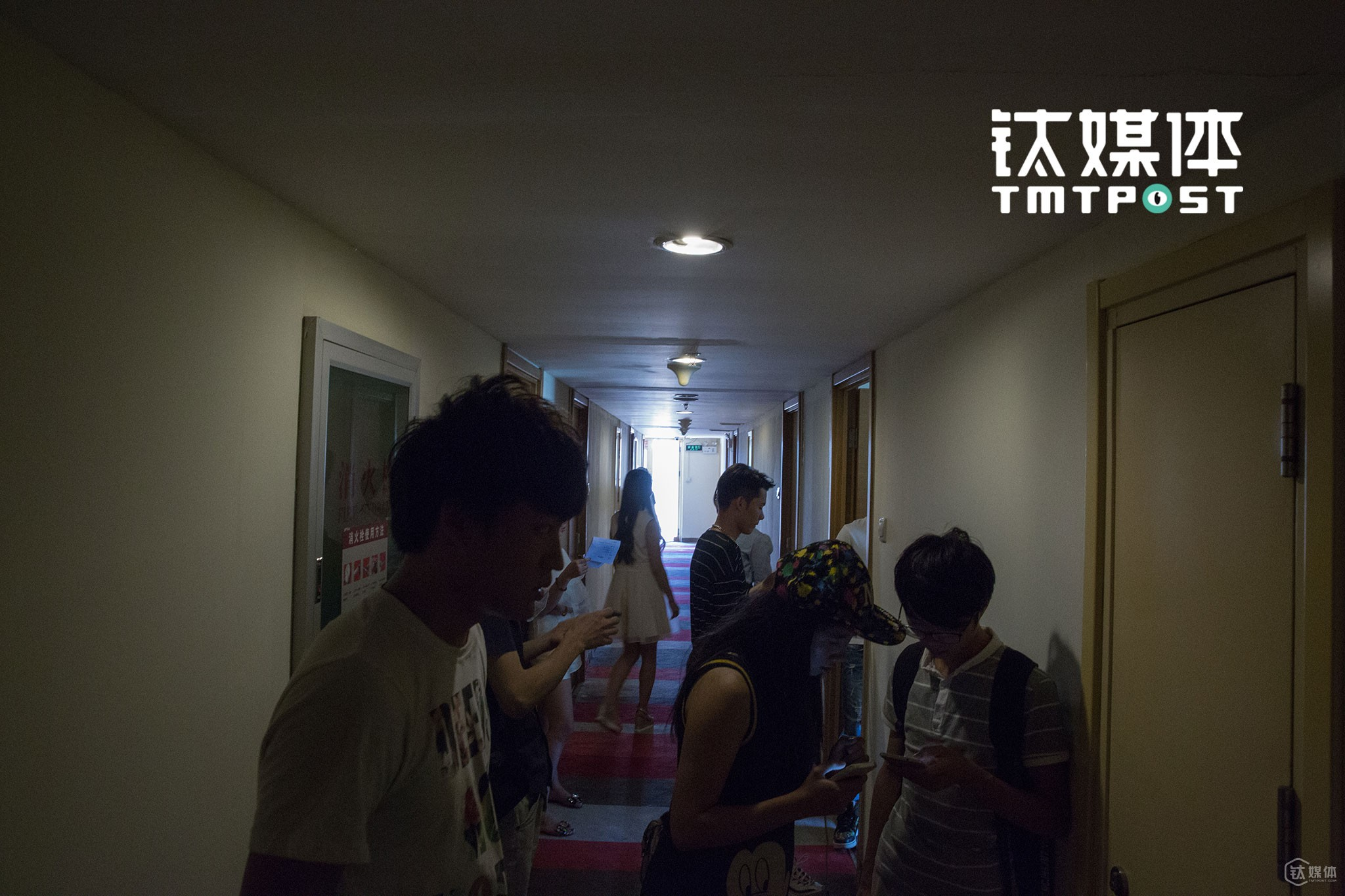It was August, 29th, 2016. The crew of an internet big film was holding an audition at Piao Home Inn. Interviewees who were waiting for the audition were trying to memorize the lines.
