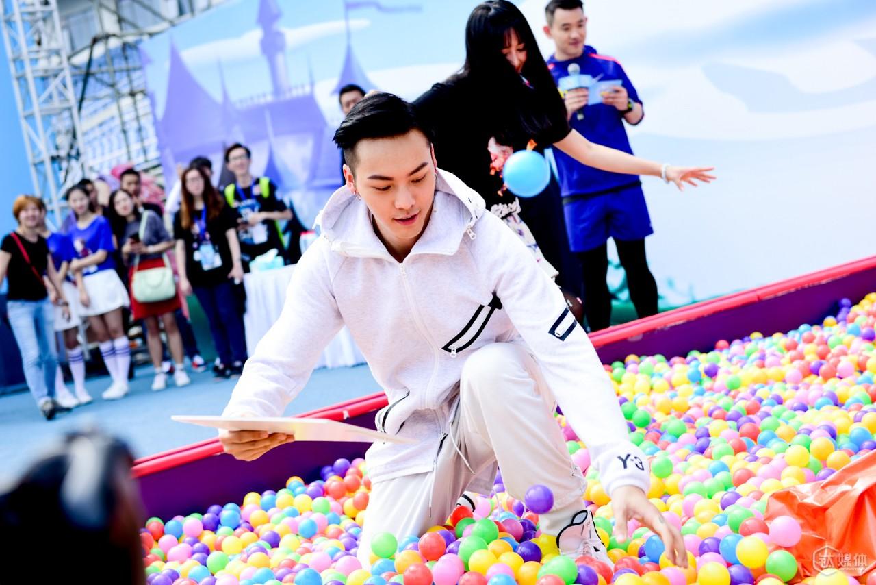 陈伟霆与玩家、粉丝互动游戏
