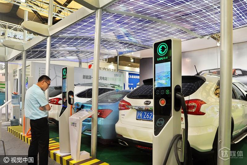 国内某新能源汽车行业展会一角