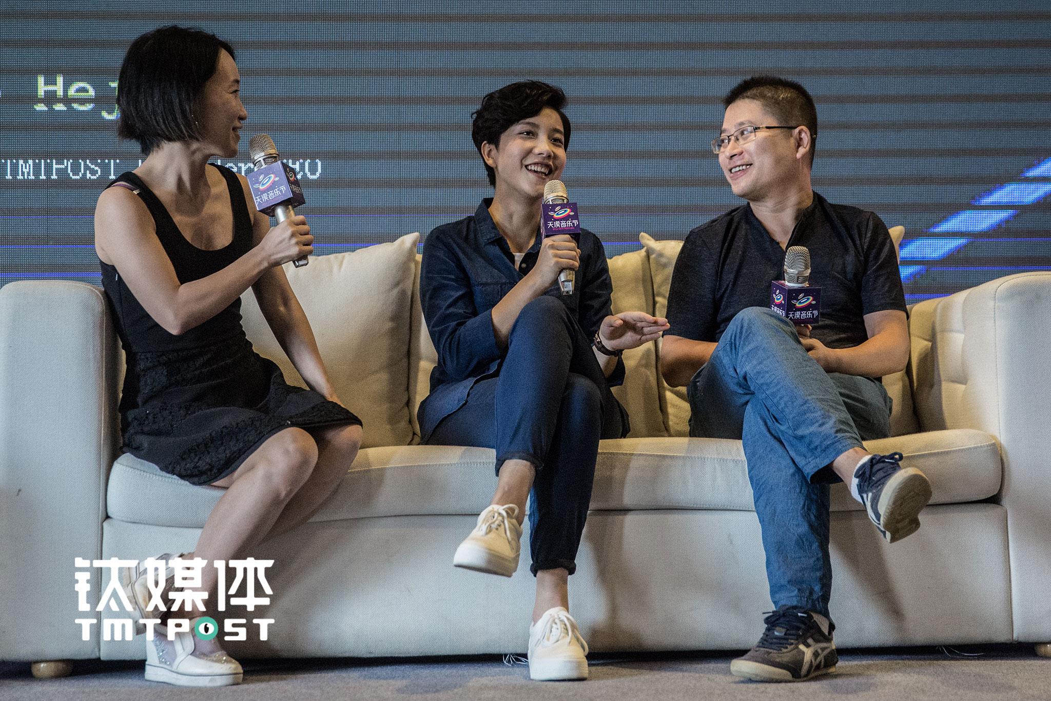 (左起:赵何娟、李霄云、刘江峰)