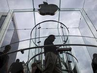【钛晨报】报告称,苹果销量将继续下滑,手机市场在明年才能迎来增长