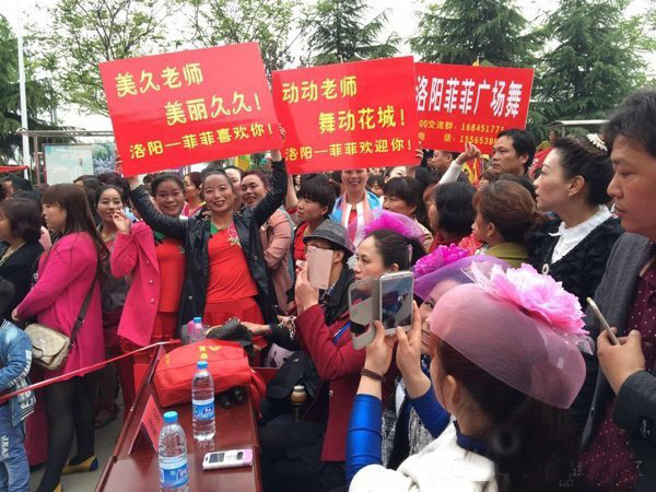 Fans become so enthusiastic during an offline square dancing activity in Luo Yang Square, Henan province