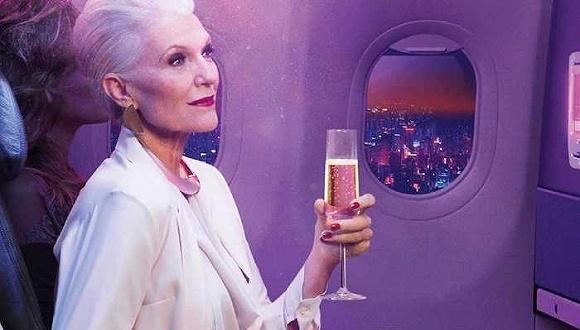 Maye Musk代言维珍航空的海报