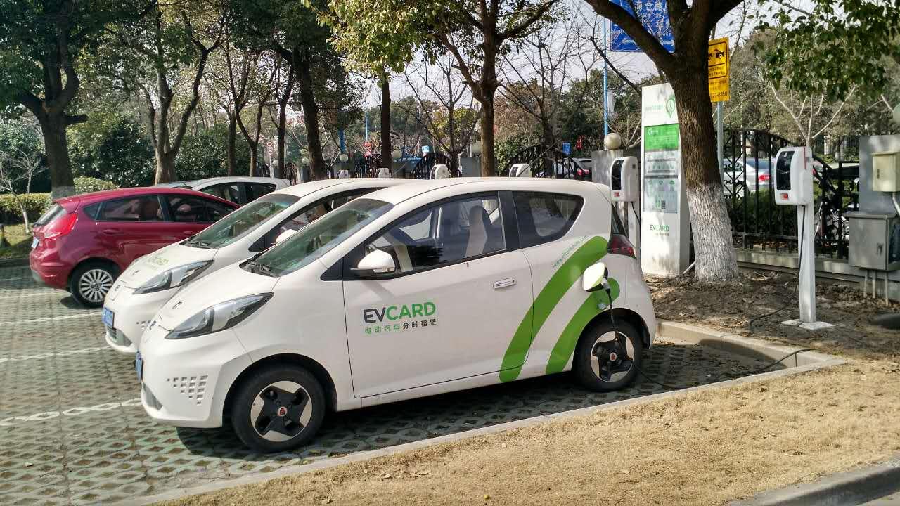 EVcard停车点,以及占用停车位的外部车辆