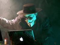 """当互联网成为权力的""""角斗场"""",未来它还能保持民主吗?"""