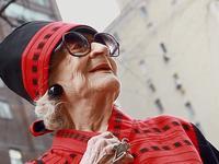 地球的老年人越来越会玩,毫无生活情趣的你只能被下架了
