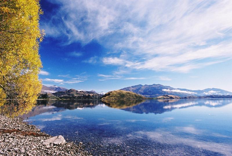 新西兰南岛瓦纳卡湖风景。图片来源/traveldigg.com。