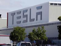 详解马斯克的SpaceX Tesla到底是怎么活下来的?
