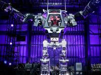 亚马逊CEO贝索斯亲自试驾人型机器人,仿佛高达现身!