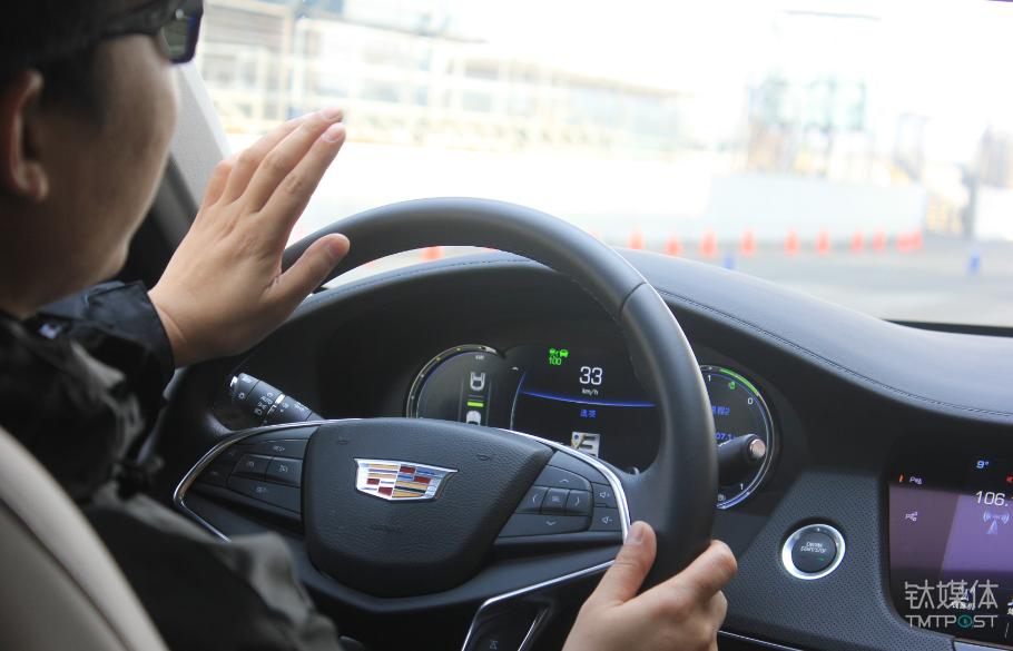 绿色速度标记表示CT6以上限100公里时速跟车
