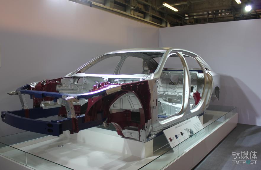 CT6的铝合金白车身