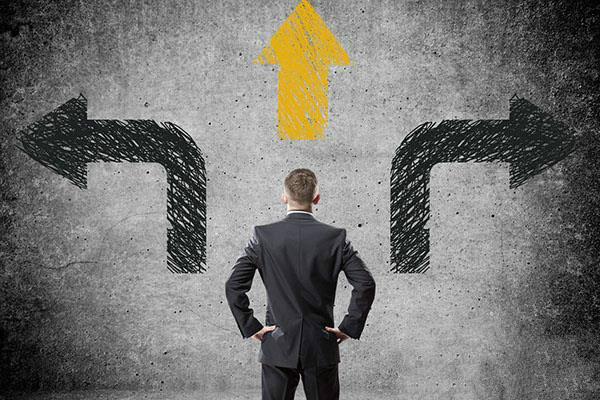 你用一个PPT就能上市的时代结束了,上新三板也不行。上市市场的券商监督会越来越严格,以致于使得投资人和创始人必须有个清晰认识自己的这个阶段。你的这个短板在哪里?你的优点在哪里?其实,投资人比创业者更难,要求更高。