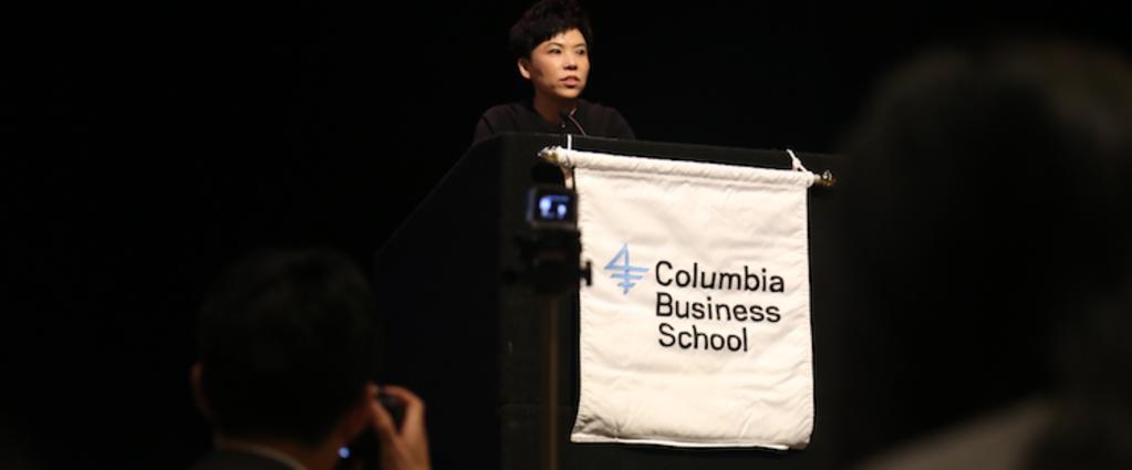 邓亚萍在美国哥大英文演讲,从四个方面抓住中国体育产业投资机会