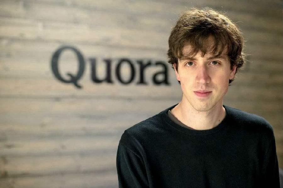"""而从基础指标来看,Quora一年前宣布,它的MAU突破1亿,但是知乎MAU已经超过2亿(DAU 1600万)。背靠着中国的互联网人口红利以及本土内容市场的崛起,知乎已经实现 """"青出于蓝而胜于蓝"""",类似的故事不断上演,今年,微博凭借着本土创新和中国市场红利,市值超越了Twitter。"""