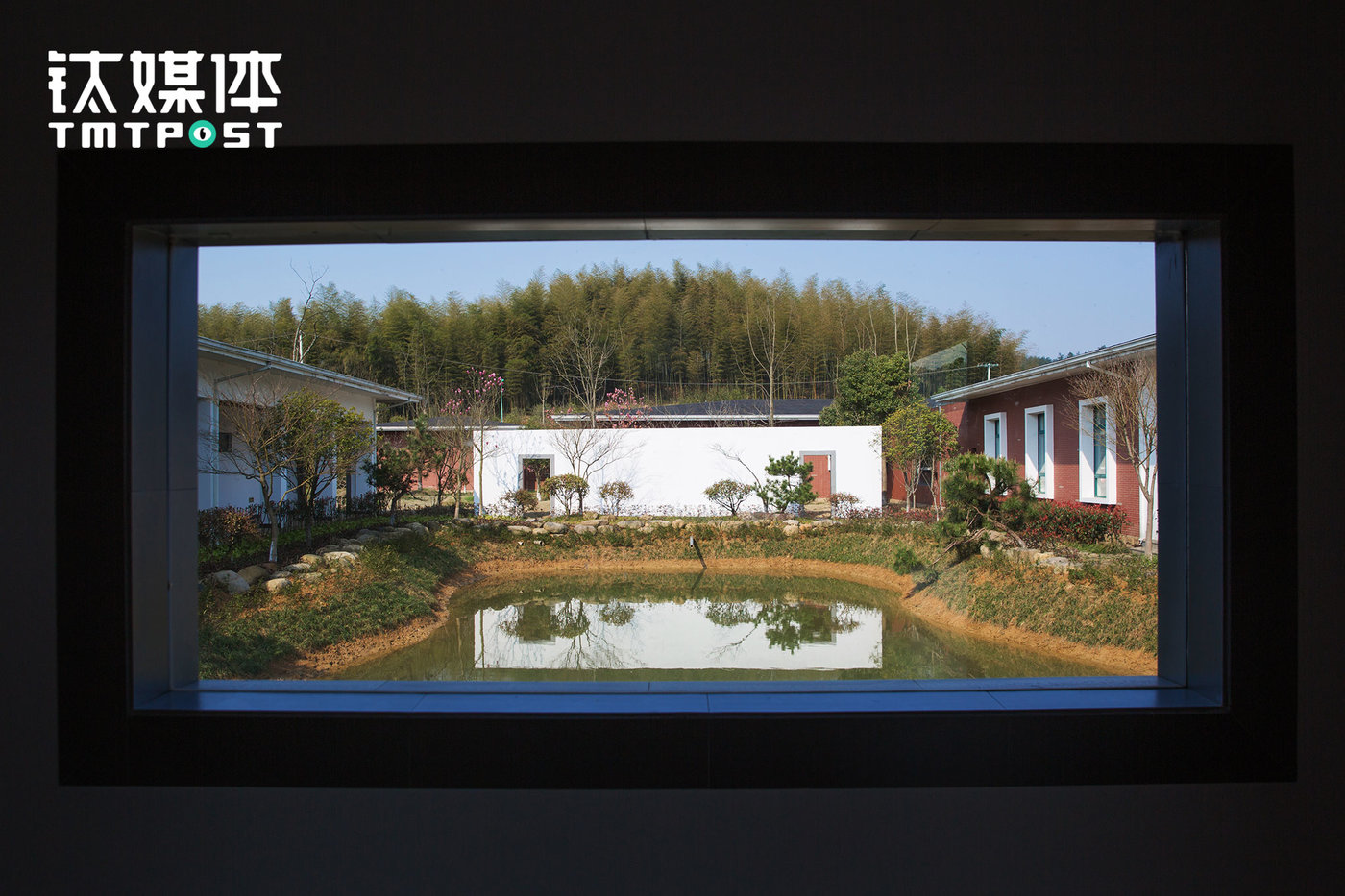 """The staff dorm, meeting room, and dining hall zone. This pig farm has over ten pig cultivation staff, six of which are professional technicians who are in charge of managing the 20,000 pigs. Their work includes immunization, feeding formula and plan, management data generation, environment protection, cultivation system and pig breed etc. For NetEase, the development of cultivation techniques and technologies of pigs is similar to the development of Internet products. """"NetEase Weiyang is hoping to make innovations on food safety and model and encourage the industry to continue innovate."""""""