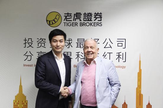 投资大佬吉姆-罗杰斯(右)与老虎证券创始人及CEO巫天华