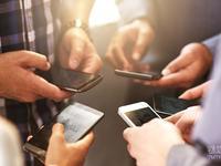 三星S8和iphone8玩双雄会,国产手机却在另一个战场短兵相接