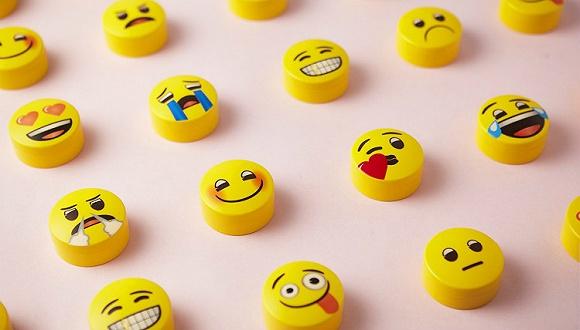 """曾被稱爲""""世界上最傻的創造"""",emoji何故成爲""""世界說話""""?"""