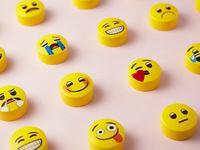 """曾被称为""""世界上最傻的发明"""",emoji何以成为""""世界语言""""?"""