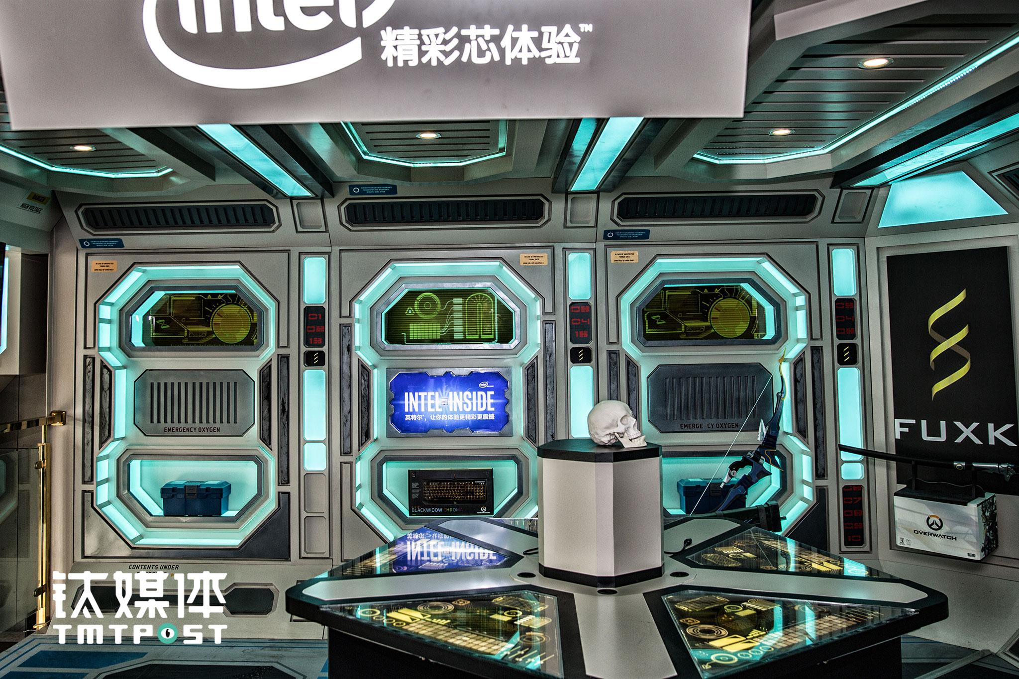 工作室二楼,intel赞助的《守望先锋》1:1场景模型,这里不定期会举行线下赛事和体验活动。